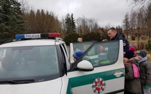 Rokiškio policijos pareigūnai lankė darželinukus