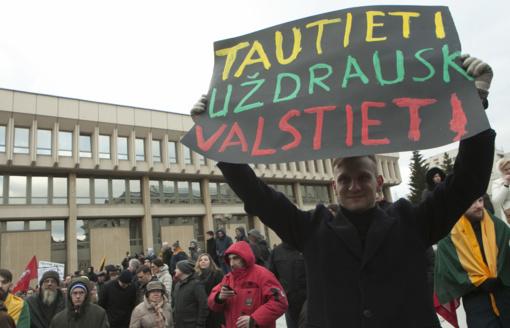 R. Karbauskis apie V. Pranckietį: liūdnai atrodė Seimo Pirmininkas scenoje