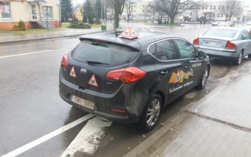 Šilalėje mokomasis automobilis rodo netinkamą pavyzdį kitiems vairuotojams