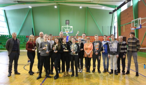 Moksleivių smiginio varžybose triumfavo A.Vienuolio ir J.Biliūno gimnazijų atstovai (fotogalerija)
