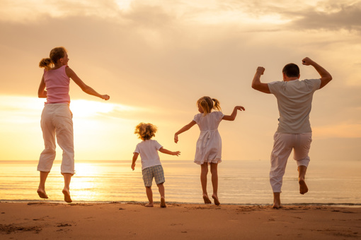 Įtėviai ir globėjai diskriminuojami dėl vaiko priežiūros atostogų, stokoja paslaugų