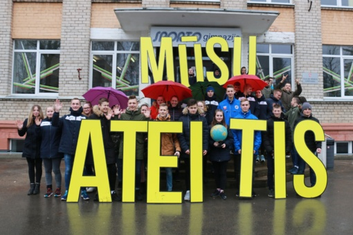 Pasaulinė žemės diena Šiauliuose: per 700 moksleivių demonstravo meilę Žemei