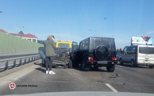 Vilniuje avarijos metu sužeistas vairuotojas