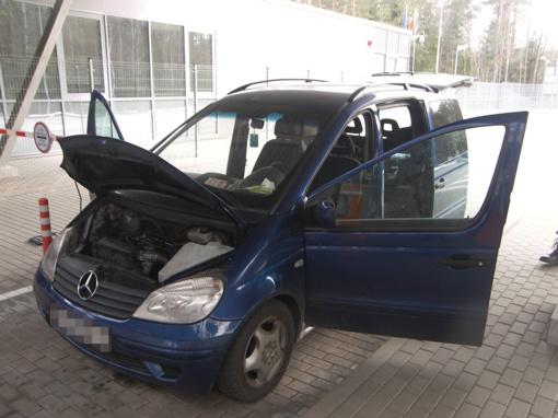 Cigaretes mašinoje slėpęs baltarusis pasieniečiams siūlė 500 eurų kyšį