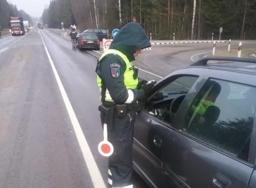 Penktadienio rytą Telšių miesto bei rajono vairuotojus pasitiko gausus policijos pareigūnų ekipažų skaičius