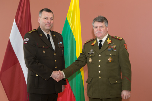 Lietuvos ir Latvijos kariuomenių vadai Rygoje svarstė glaudesnio karinio bendradarbiavimo galimybes