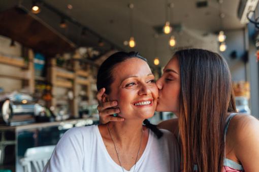 Geriausios dovanos mamai pagal jos asmenybės tipą, gyvenimo būdą ir pomėgius