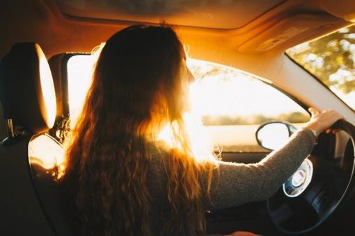 Pasiruošimas Velykų išvykoms: netinkamai automobilyje sudėti daiktai gali sukelti avariją