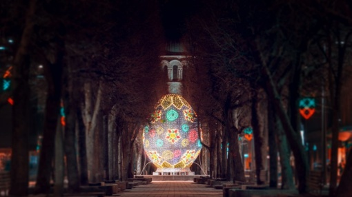 Prisikėlimo šventę Kaunas pasitinka pasipuošęs milžiniškais Velykų margučiais