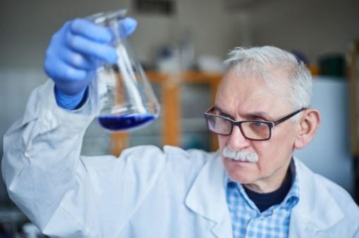 KTU mokslininkų sukurta technologija išvalo vandenį nepalikdama naftos produktų pėdsakų