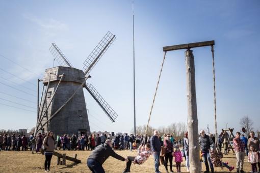Velykų laikotarpį užbaigė žaisminga Velykėlių šventė prie Žaliūkių malūno