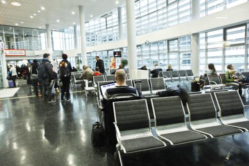Dėl naktinės audros atšaukti du skrydžiai iš Vilniaus oro uosto