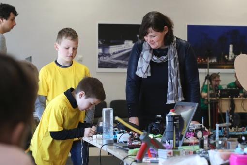"""Šiauliuose pirmąkart vyko tarptautinis robotikos konkursas """"Saulės robotų mūšis 2018"""" (nuotraukų galerija)"""