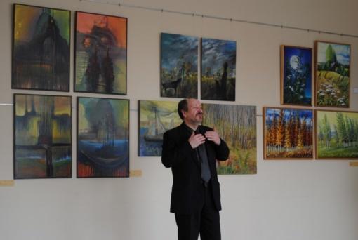 Joniškyje atidaryta tapybos darbų paroda Adomo Varno premijai laimėti
