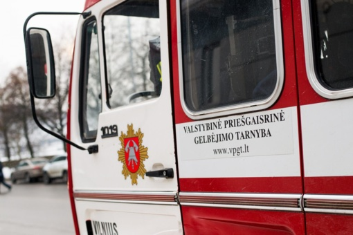 Panevėžio rajone užsidegė bendrovės patalpos, evakuoti žmonės