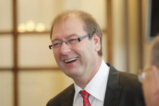 Darbo partijos suvažiavime staigmenų nėra - pirmininku išrinktas V. Uspaskichas