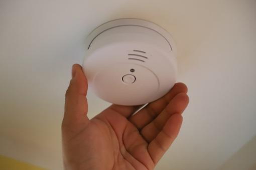 Nuo gegužės visuose namuose turi būti įrengti dūmų detektoriai