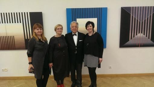 """Pakruojo dailininkės lankėsi Cetin`o Erokay`aus parodoje """"Laiko šešėliai"""""""