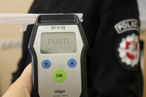 Vyriausybė keičia tvarką, kaip būtų nustatomas sunkesnis vairuotojų girtumas