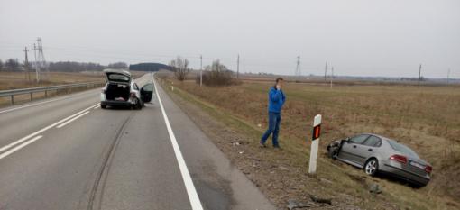 Avarija Kelmės rajone: kelyje susidūrė du automobiliai (FOTO)