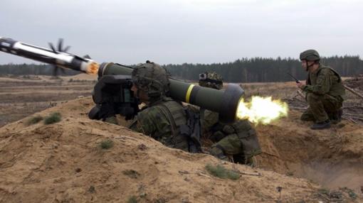 """Pratybas """"Medžiotojas"""" stebėjo krašto apsaugos ministras R. Karoblis ir kariuomenės vadas (vaizdo medžiaga)"""
