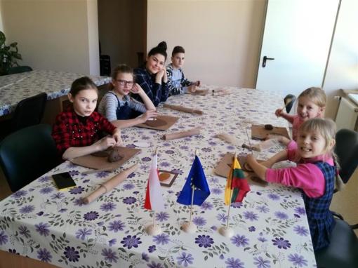 Keramikos pamokos socialinę atskirtį patiriančioms šeimoms