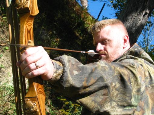 Siūloma uždrausti medžioti lankais