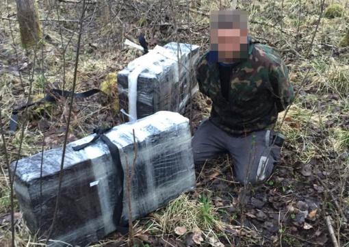 Įkliuvo iš traukinio išmestų rūkalų atėjęs pasiimti Vilniaus rajono gyventojas