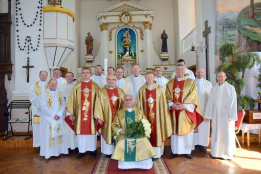 Kunigas S. Bitkauskas švenčia 25 metų kunigystės jubiliejų