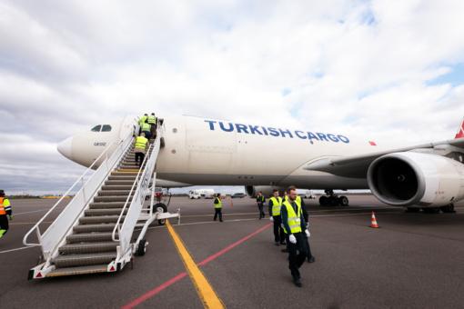 """BGS aptarnaus vienos didžiausių Europos avialinijų """"Turkish Airlines"""" krovininius lėktuvus"""
