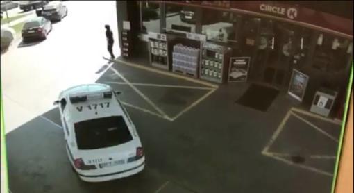 Už degalus nesumokėjęs vairuotojas apgadino tris automobilius (FOTO)