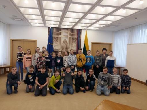 """Šiaulių """"Romuvos"""" progimnazijos mokiniai svečiavosi Seime"""