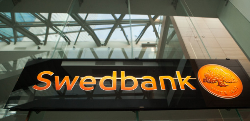"""Netinkamai informuotiems klientams """"Swedbank"""" atlygins galimus nuostolius"""