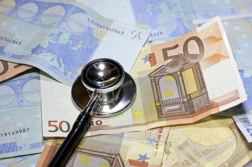 Medikai baiminasi, kad pažadai kelti atlyginimus gali būti neįgyvendinti