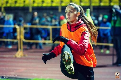 Mitus griaunanti S.Karasiovaitė: futbolas ir grožio procedūros man teikia tokį patį malonumą (interviu)