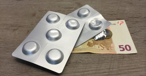 Siūloma uždrausti pirkti vaistinius preparatus nepilnamečiams ir uždrausti vaistinių reklamą žiniasklaidoje
