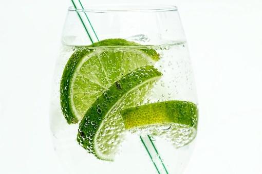 3 mitai apie vandenį: kiek jo reikia gerti, kada ir kokio?