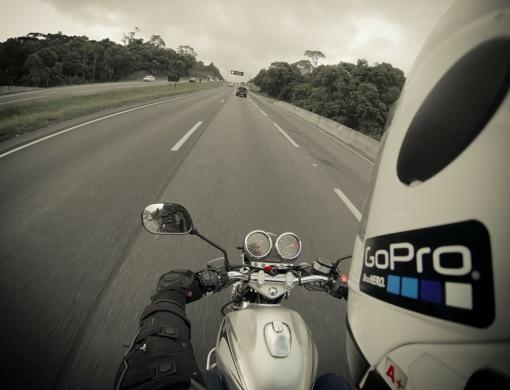 Per avariją Vilniuje sunkiai sužalota motociklininkė