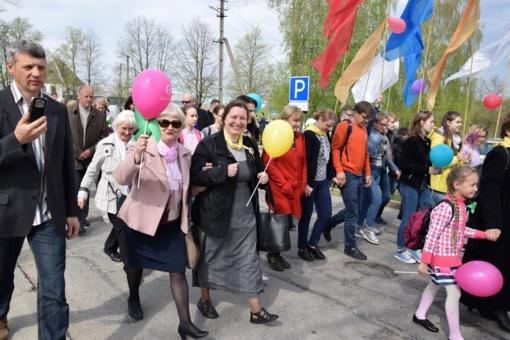 Šventinė eisena Vilkaviškyje subūrė pasidžiaugti gyvybės dovana (FOTO)