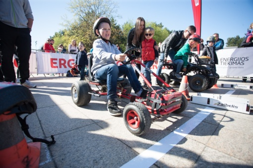 Vaikai Palangoje varžėsi elektromobiliais (nuotraukų galerija)