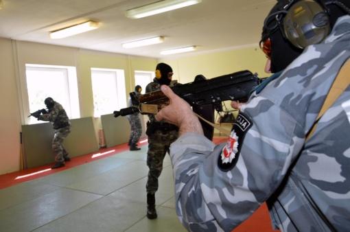 Policijos sveikinimai žiniasklaidai - su adrenalino prieskoniu