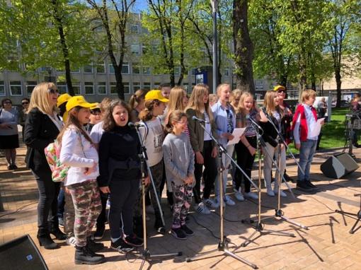 """Pirmoji Erasmus+ programos KA2 projekto """"Spalvotos dainos"""" dalyvių diena Šiaulių S. Sondeckio menų gimnazijoje"""