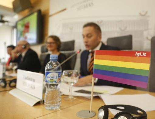 """""""Vaivorykštės indekse"""" Lietuva pakilo į 37 vietą, bet homofobija mokyklose klesti"""