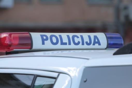 Vilniaus centre kilus muštynėms apgadinti du automobiliai, sulaikyti keturi įtariamieji