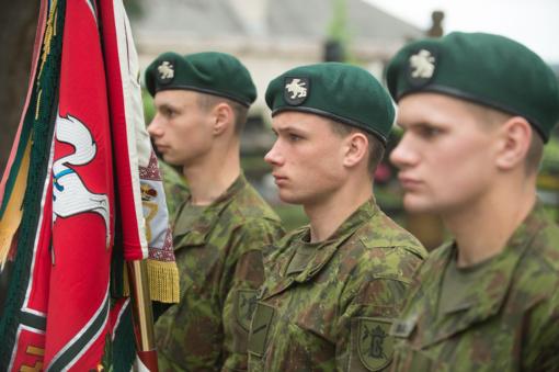 Į kariuomenę pašauktas vaikinas dėl finansinių įsipareigojimų atsidūrė akligatvyje