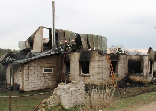 Be pastogės liko aštuonių asmenų šeima