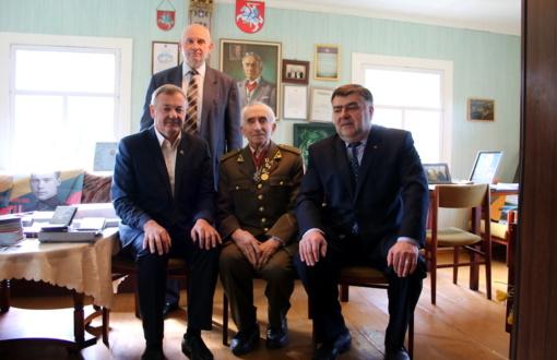 Lazdijų meras aplankė Lietuvos partizaną Juozą Jakavonį–Tigrą