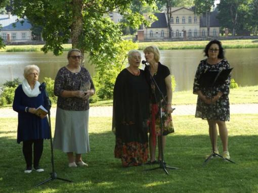 Rietavo parke susibūrė poezijos ir muzikos mylėtojai (FOTO)