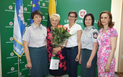 Su kolektyvu atsisveikino keturis dešimtmečius Migracijoje dirbusi Irena