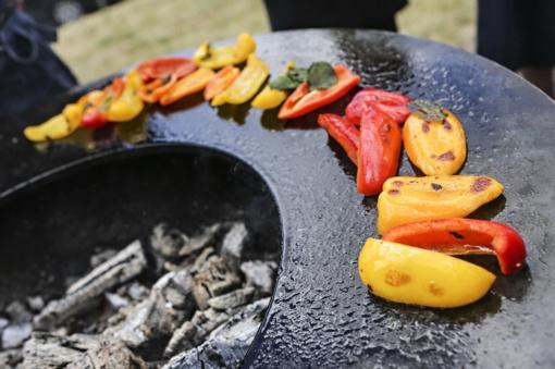 Mažais žingsneliais sveikesnio iškylavimo link: ką pataria barbekiu meistrai ir mitybos specialistai?